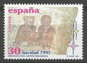 Colegiata de San Martín de Elines (Valderredible), 1101=1200. El capitel derecho del arco que separa la linterna de la nave, presenta las escenas de la adoración de los magos y el sacrificio de los inocentes.
