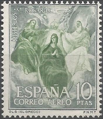 El Greco realizó al menos cinco versiones de la coronación de la virgen, siendo la del Museo del Prado datada hacia 1592. María aparece sobre un creciente lunar de gran tamaño, que subraya su carácter inmaculado. Presenta  una primorosa caligrafía pictórica, realizada con una paleta reducida a base de carmín, azul, blanco y amarillo, pero de gran desarrollo tonal y delicada luminosidad. (MP, 2011)