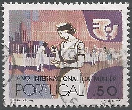 Diseño de Maria Keil que representa a la mujer trabajando en el hospital: En la 27.ª asamblea general de las Naciones Unidas, en 1972, se adoptó la resolución 3010 que declara 1975 año internacional de la mujer.